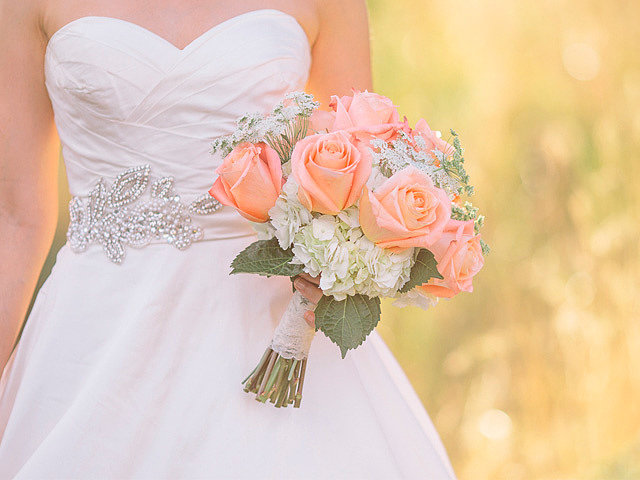 Как подобрать букет к свадебному платью?